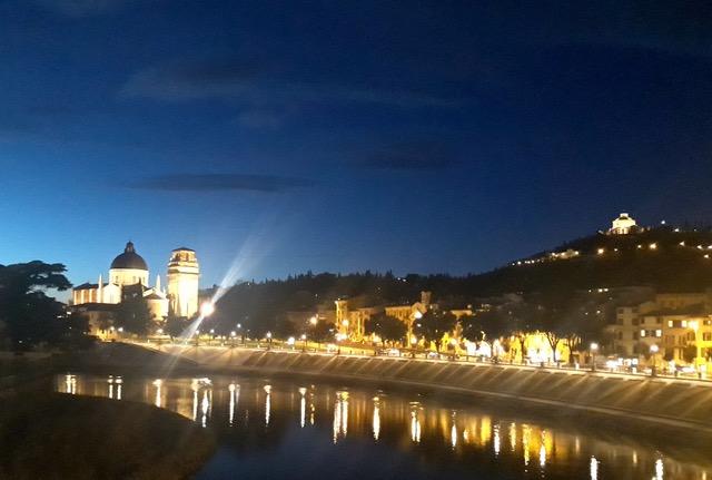 Passeggiando per la bella Verona di notte